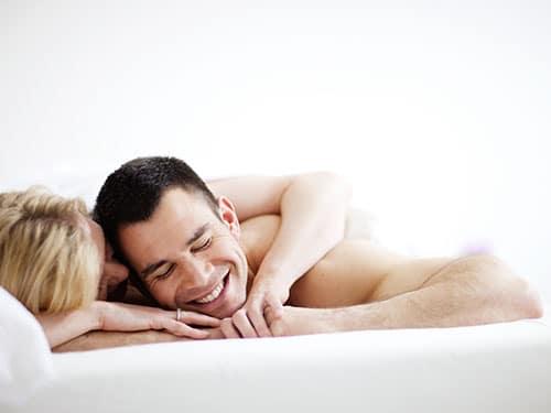 11-woman-man-bed-lgn